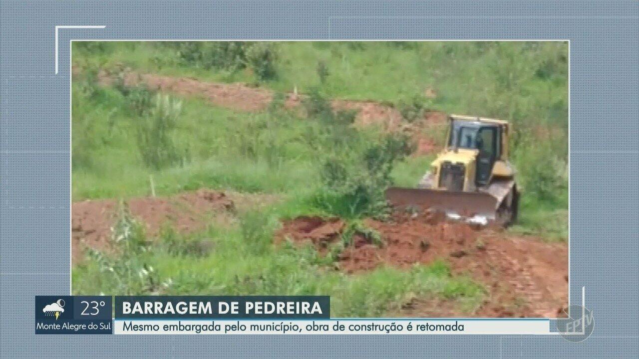 Morador flagra máquinas em construção de barragem embargada, em Pedreira