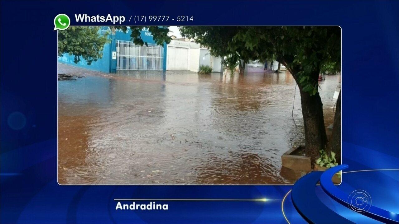 Chuva forte causa transtornos em Andradina