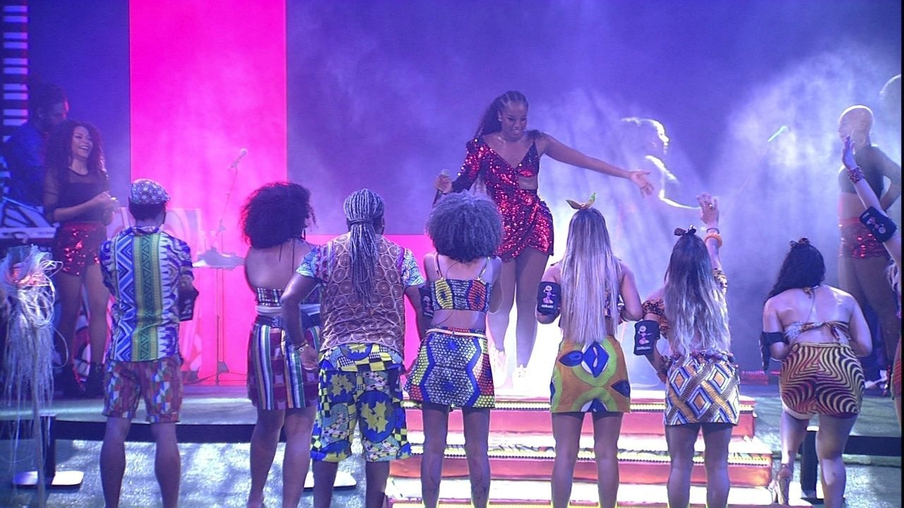 IZA encerra show com 'Dona de Mim'