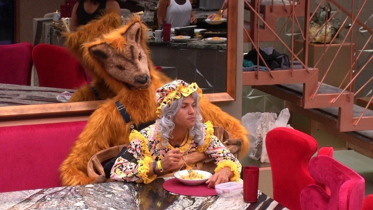 Danrley brinca sobre o almoço: 'Chefe Tarzan'