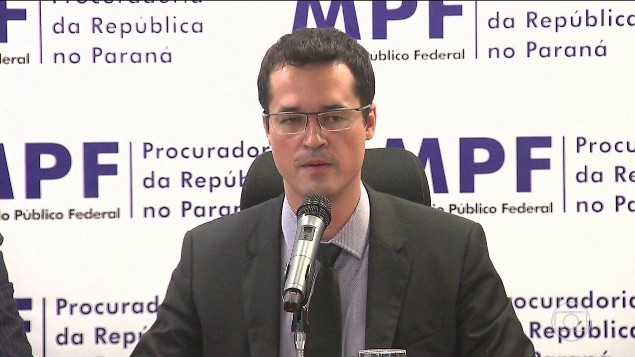 Procuradores fazem ato de defesa da operação Lava Jato em Curitiba