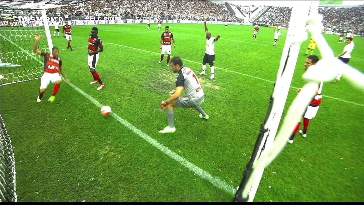 Gol do Corinthians: após a primeira tentativa, a bola volta para Pedrinho que cruza para Avelar completar, aos 15' do 2ºT