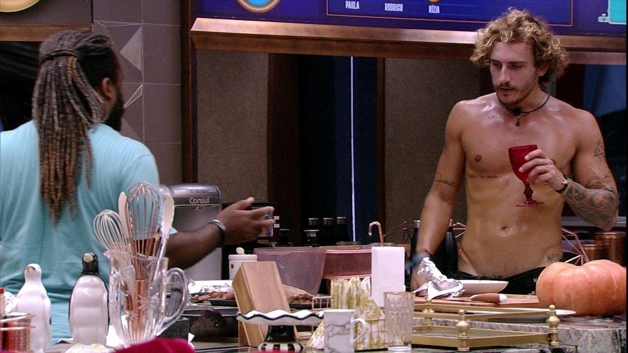 Alan e Danrley dão falta de ovos e Rodrigo sugere: 'Deve ser o Alberto'