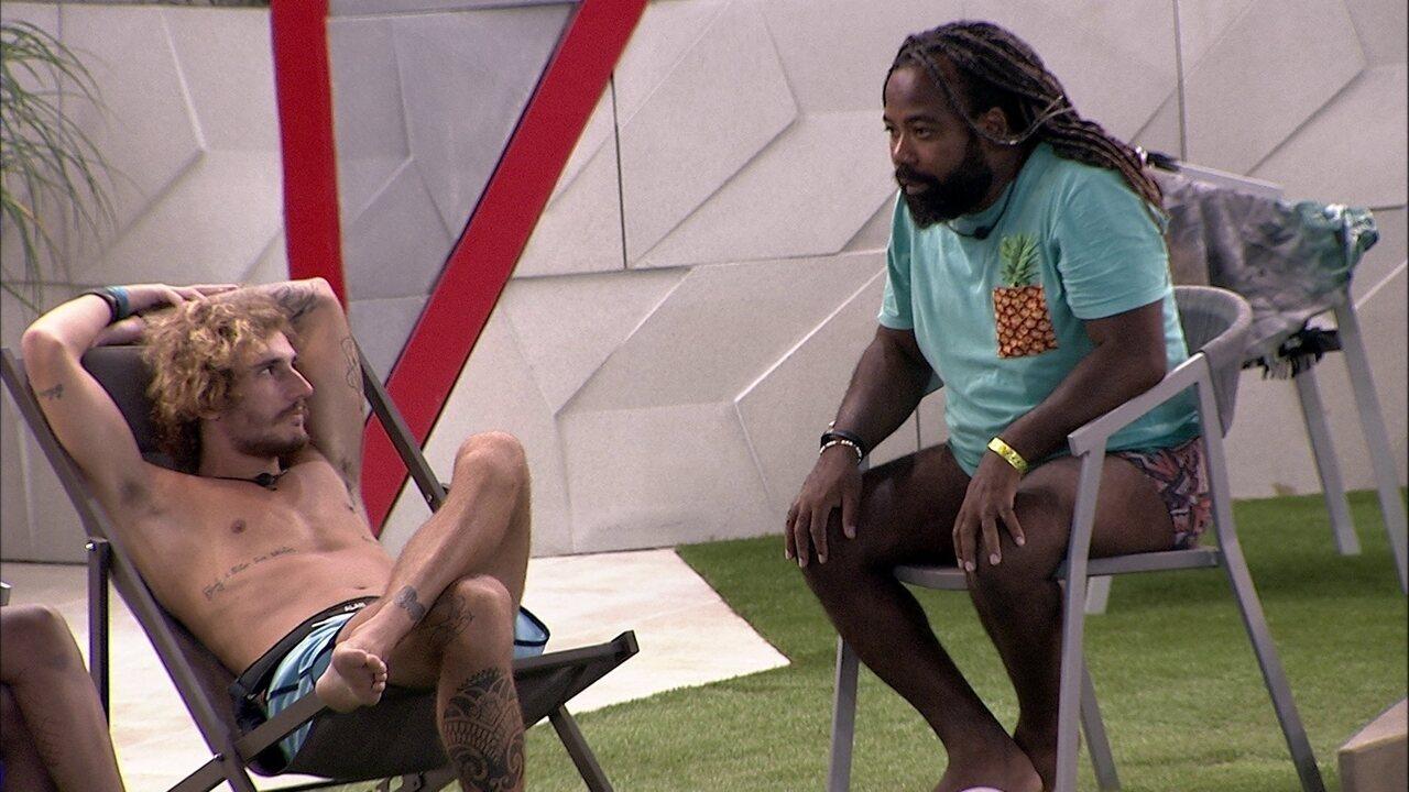 Rodrigo se preocupa com brincadeira na piscina e diz: 'Lá fora eu não sei como bate'