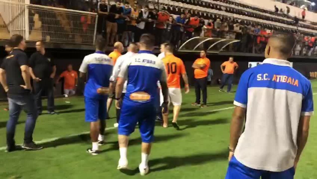 Presidente do Atibaia parte para cima de técnico e auxiliar após derrota para Portuguesa
