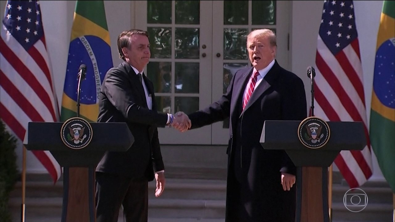 Bolsonaro e Trump falam em estreitar os laços políticos e comerciais entre os dois países