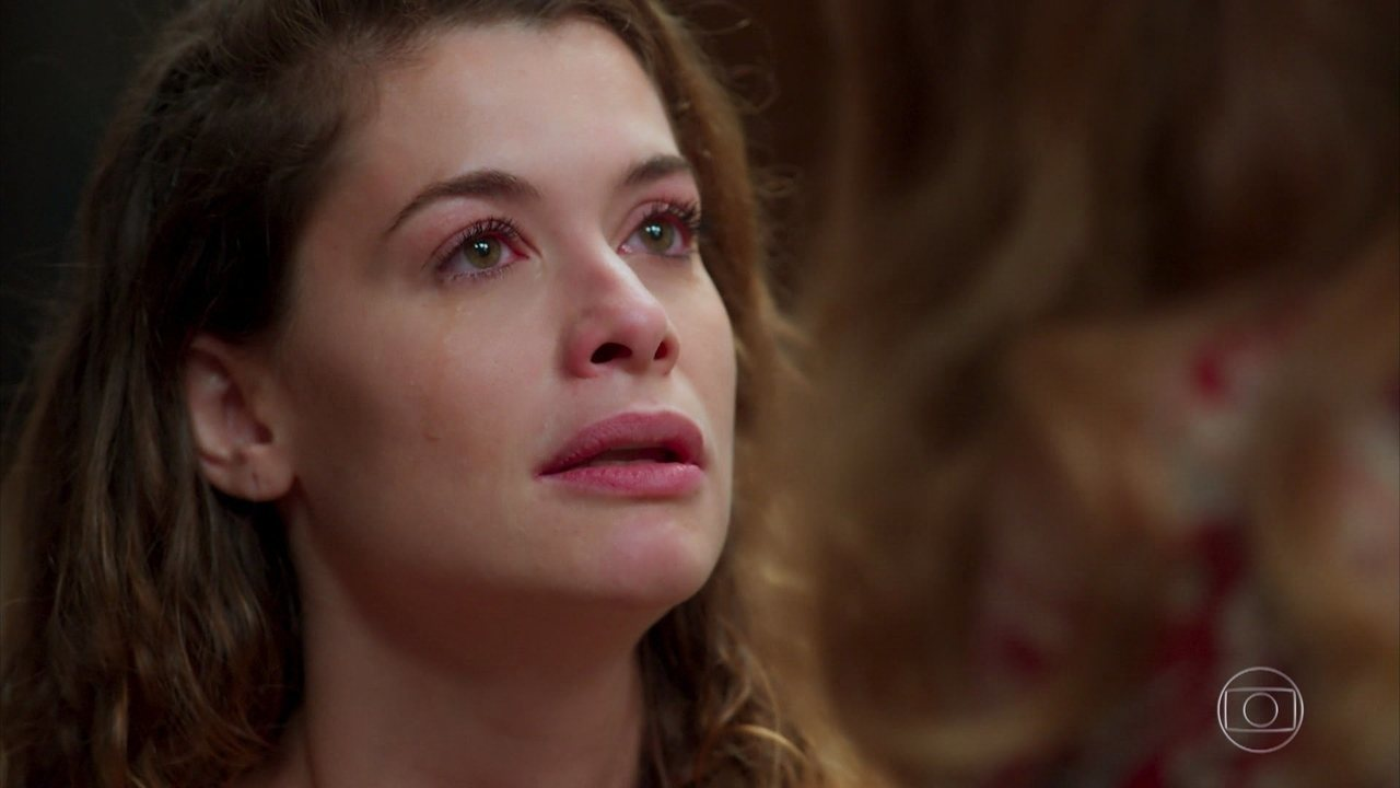Isabel (Alinne Moraes) pede ajuda a Grace (Patricya Travassos) para mudar seu comportamento