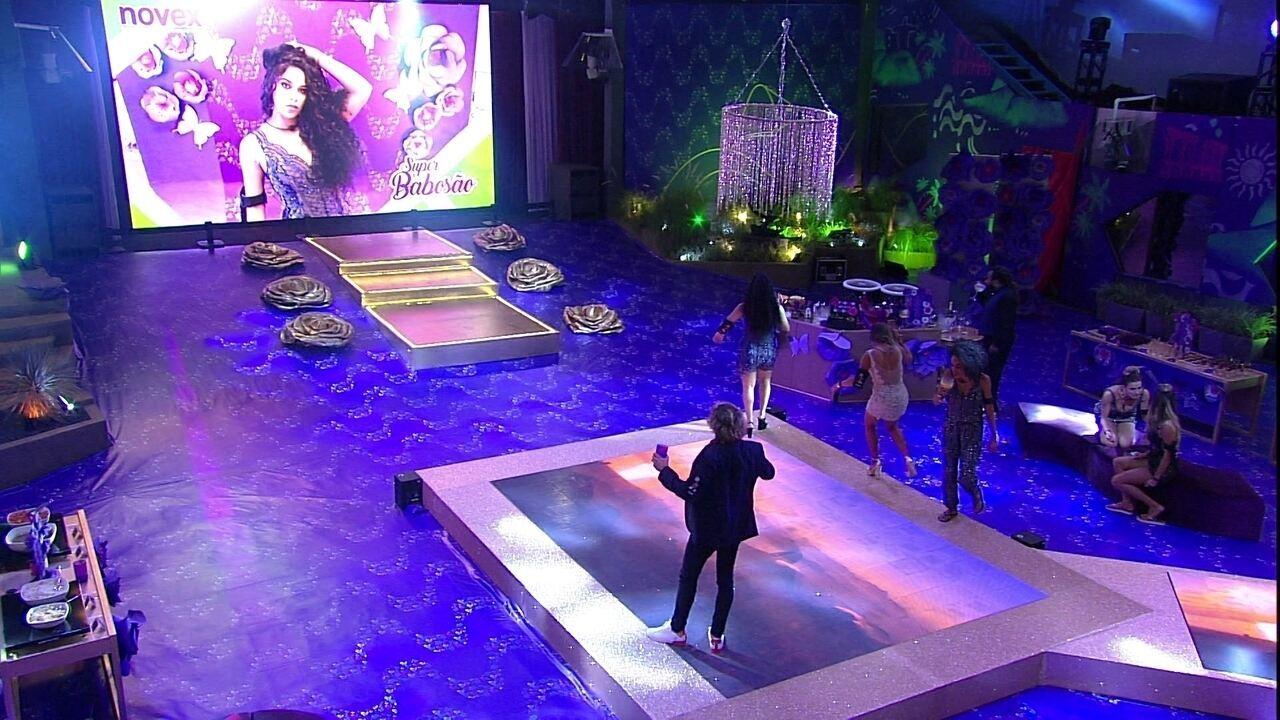 Carolina, Alan, Elana e Gabriela vibram ao verem suas fotos no telão