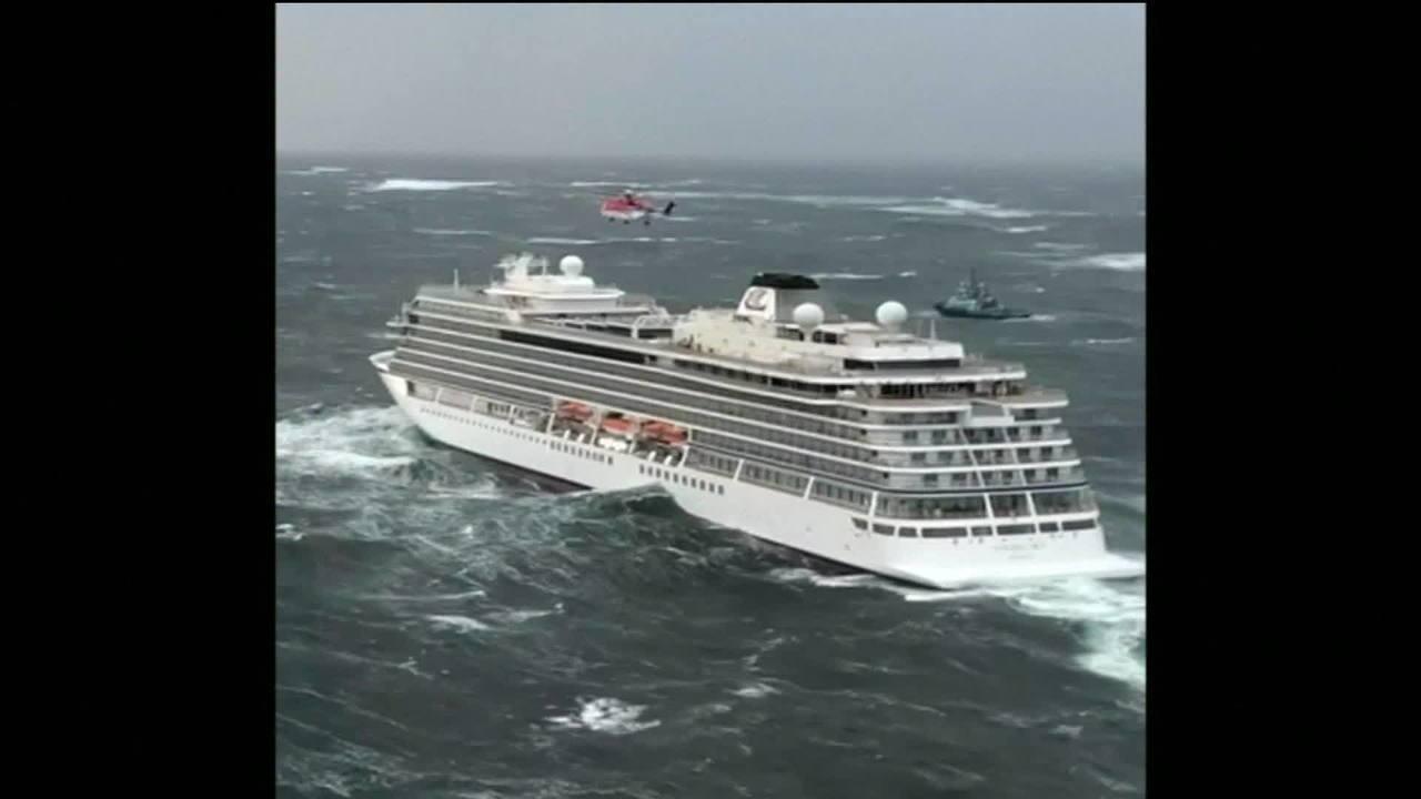 Resgate salva quase 400 passageiros de navio de luxo na costa da Noruega
