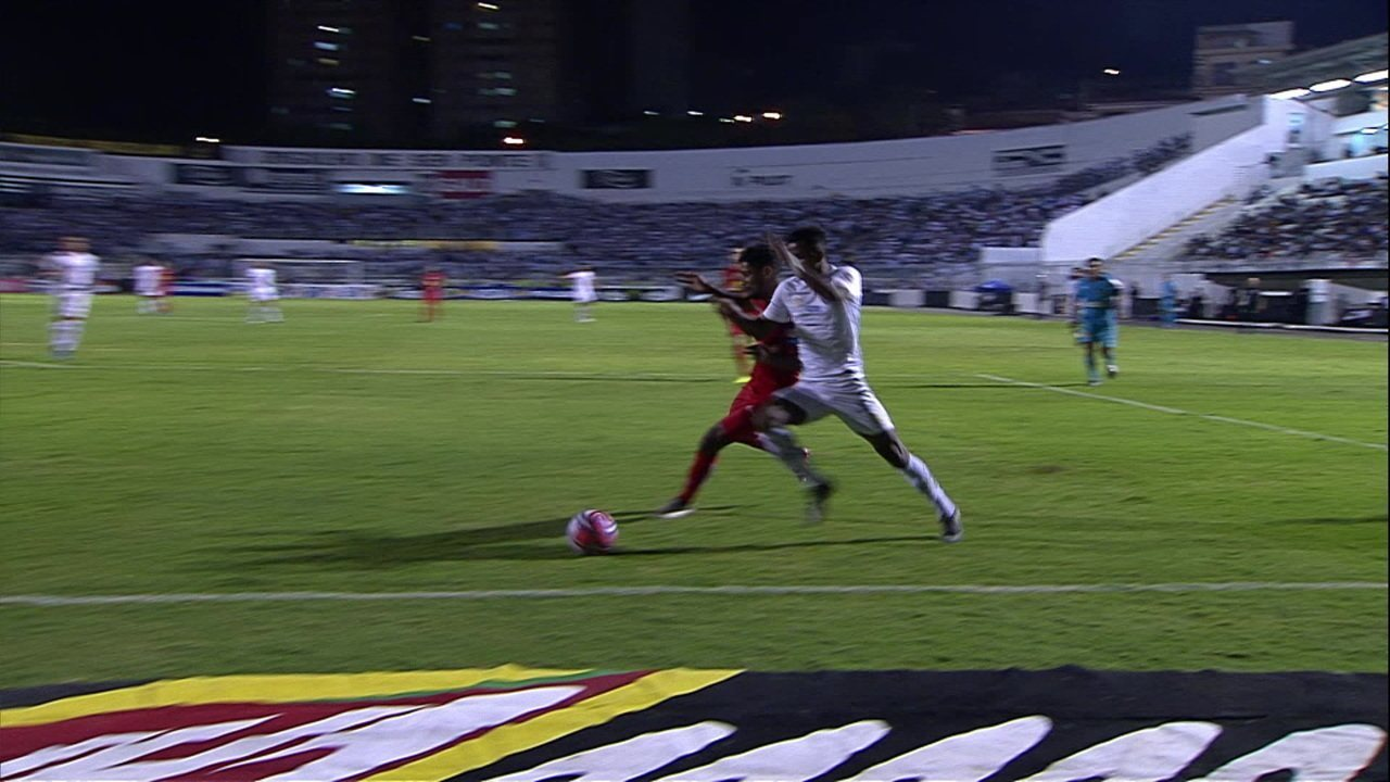 Sandro Meira Ricci comenta pênalti não marcado para o Santos