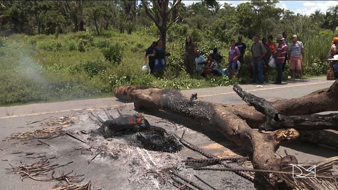 Índios Guajajara bloqueiam a BR-316