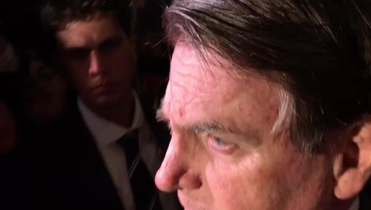 Bolsonaro fica em silêncio ao ser questionado sobre Vélez Rodríguez