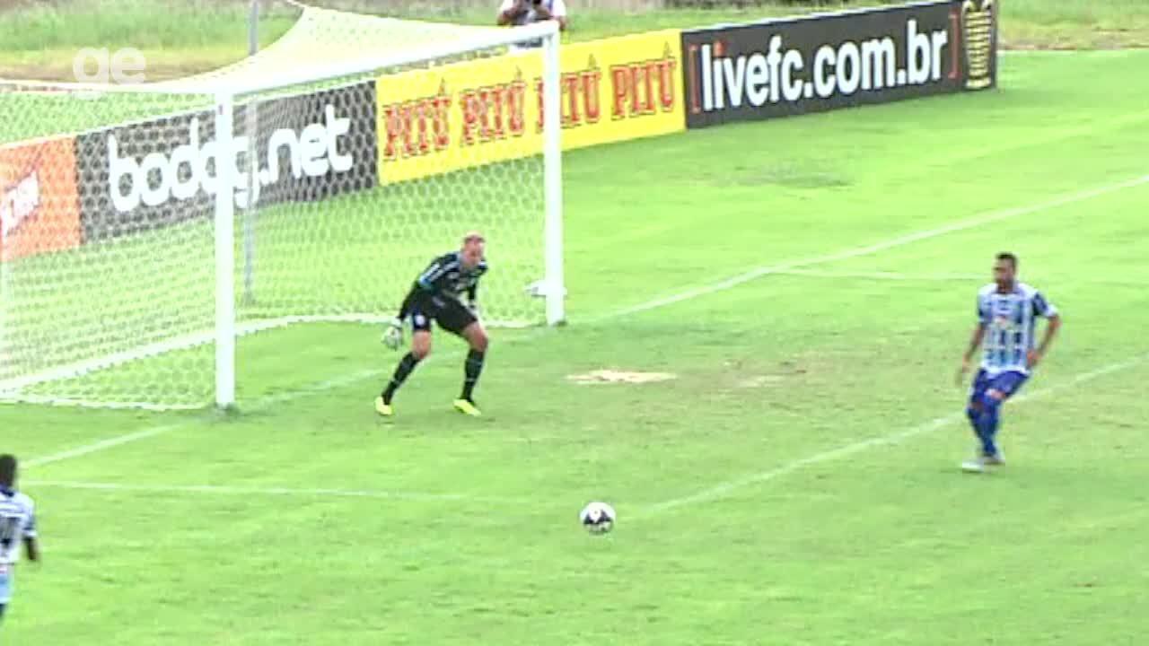 Zagueiro do CSA pega de canela e marca contra na Copa do Nordeste
