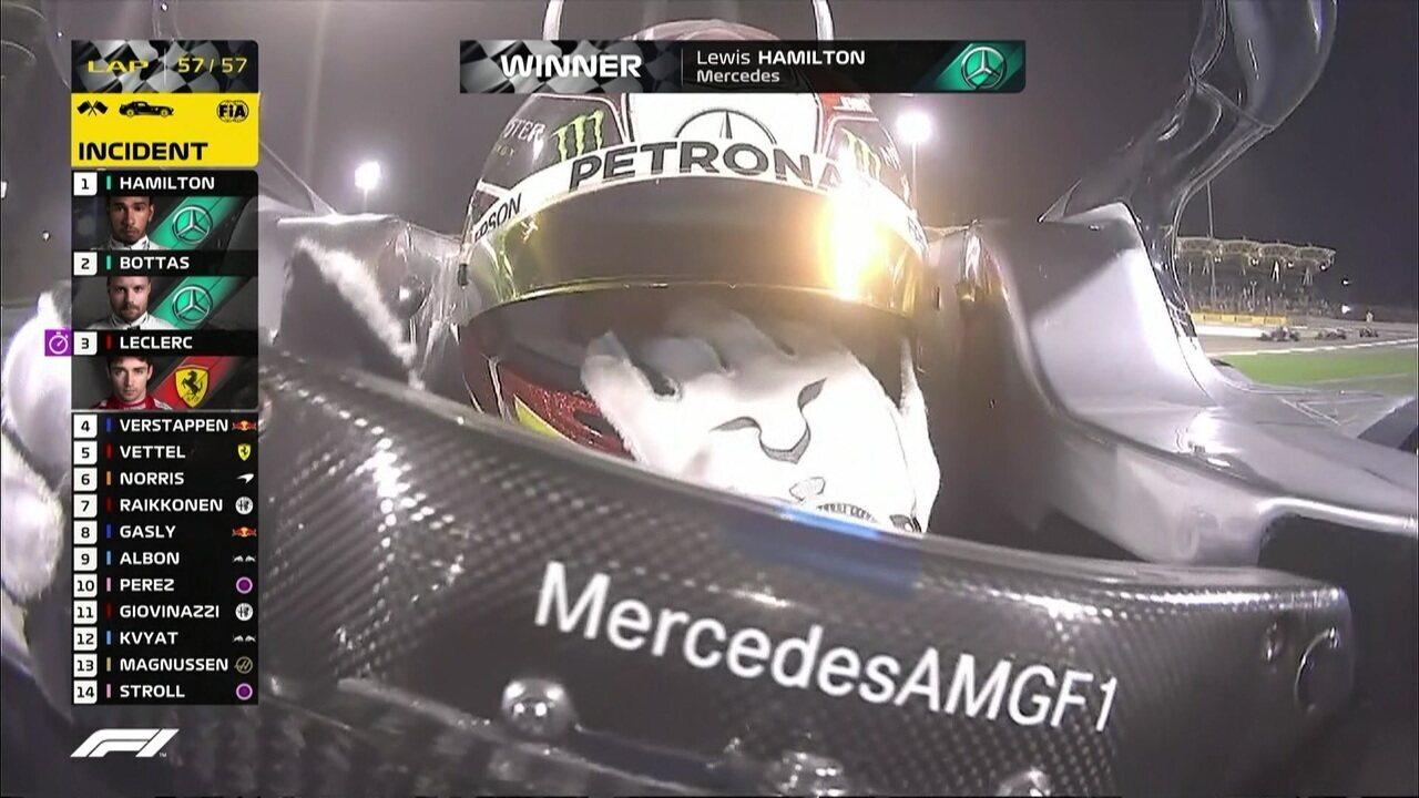 Hamilton cruza a linha de chegada e vence o GP do Barein