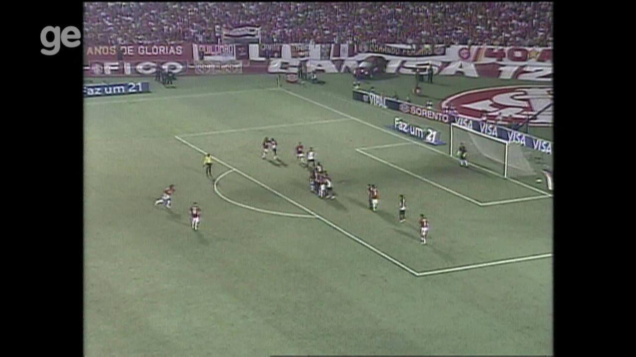 Reveja o gol de falta de Andrezinho contra o Flamengo, pela Copa do Brasil de 2009