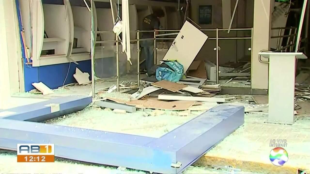 Bandidos explodem agência bancária no Centro de Bezerros