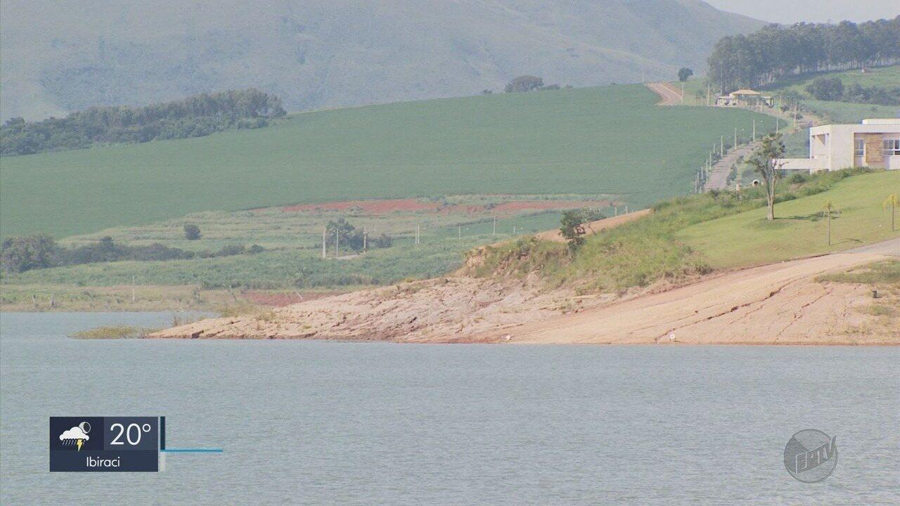 Prefeitos de cidades banhadas pelo Lago de Furnas questionam baixo nível de reservatório