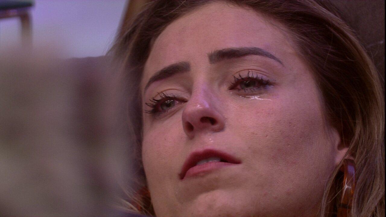 Paula fala sozinha sobre o seu arroz: 'Juro que queria fazer com amor'