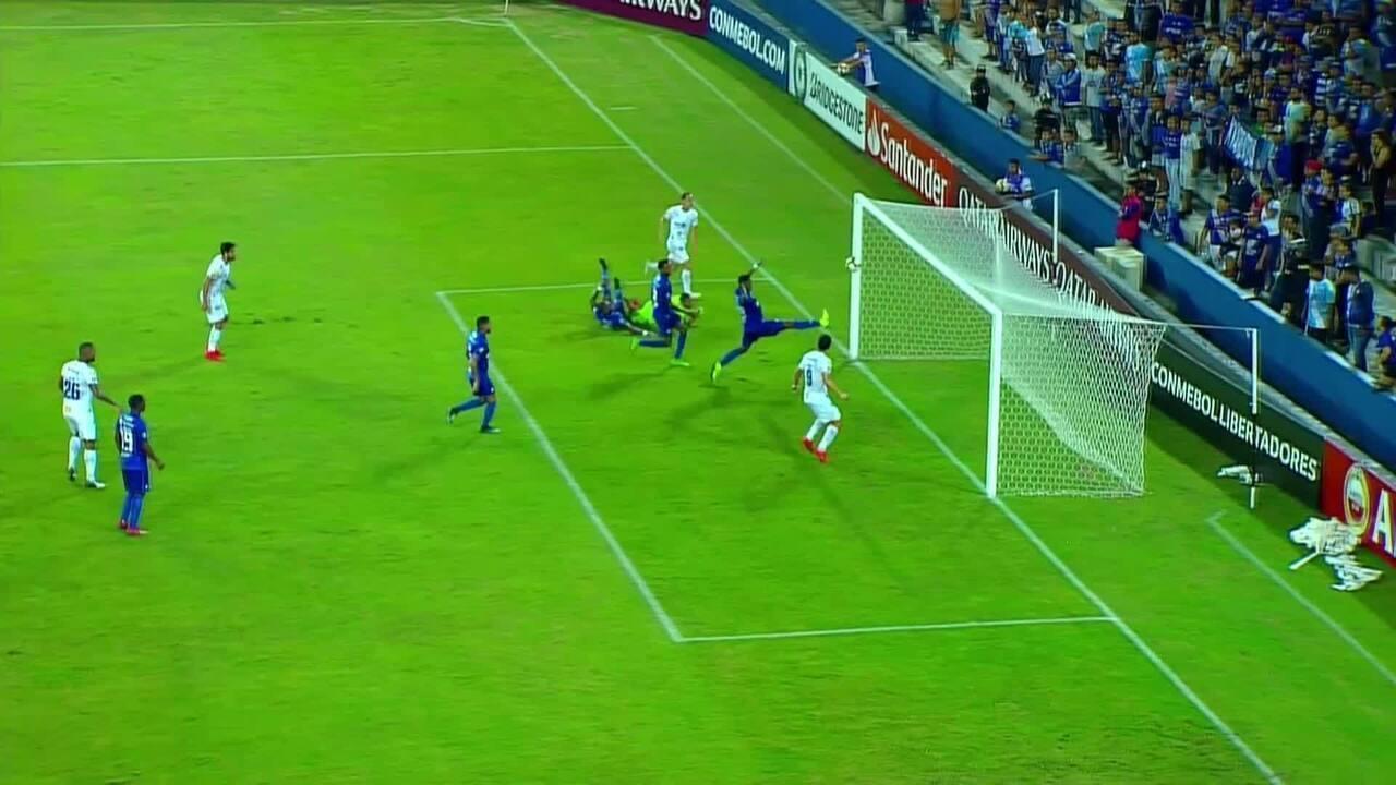 Gol do Cruzeiro! Rodriguinho domina na área a abre o placar diante do Emelec