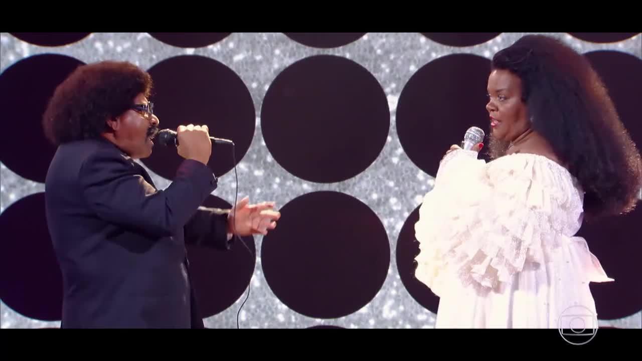 Bigode e Rita viram Lionel Richie e Diana Ross no palco do 'Caldeirão'