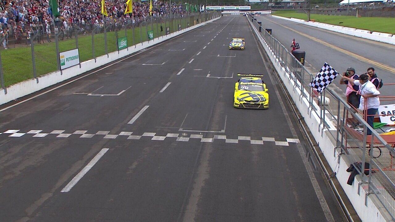 Daniel Serra vence a Stock Car, veja a última volta
