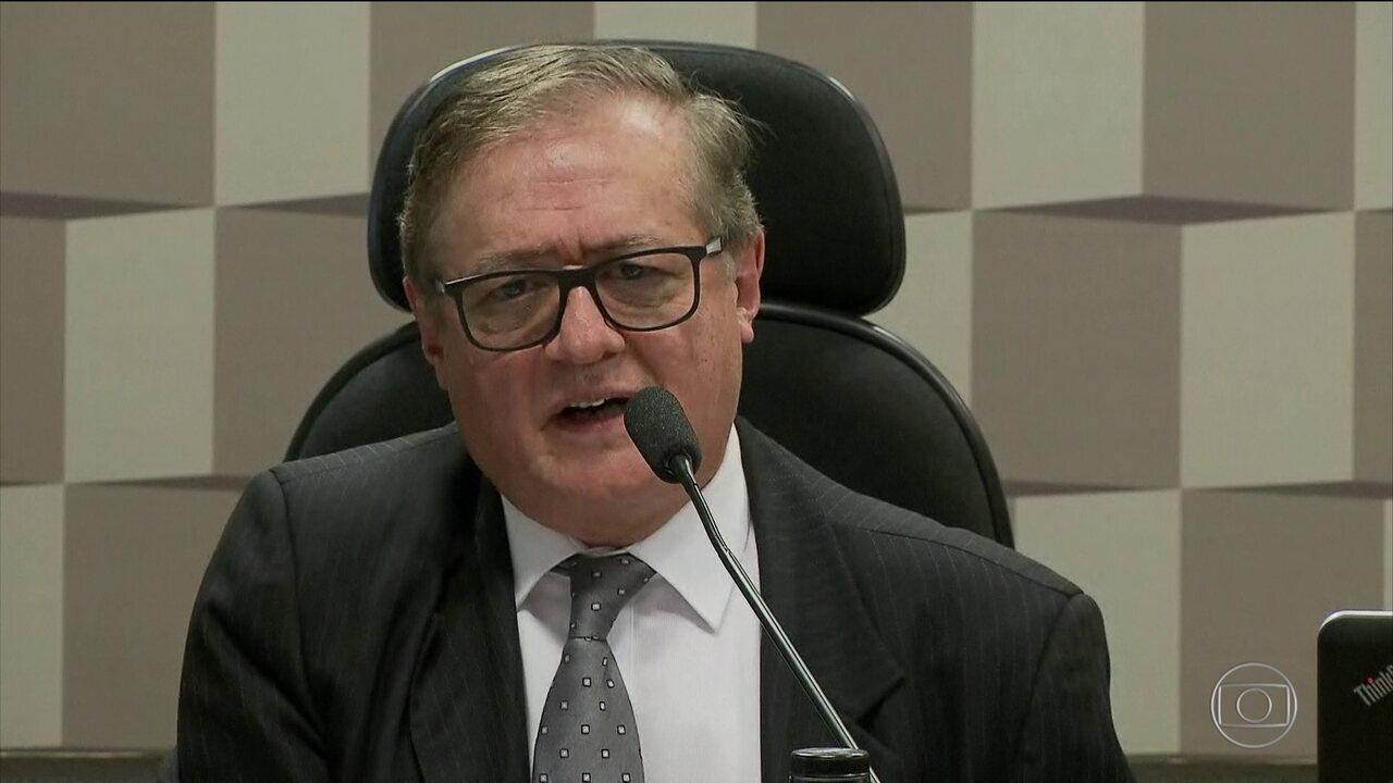 Governo decide nesta segunda (8) sobre permanência de Ricardo Vélez