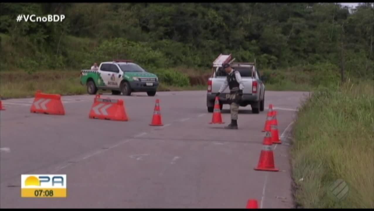 Após desabamento de ponte, área é interditada e motoristas usam desvio