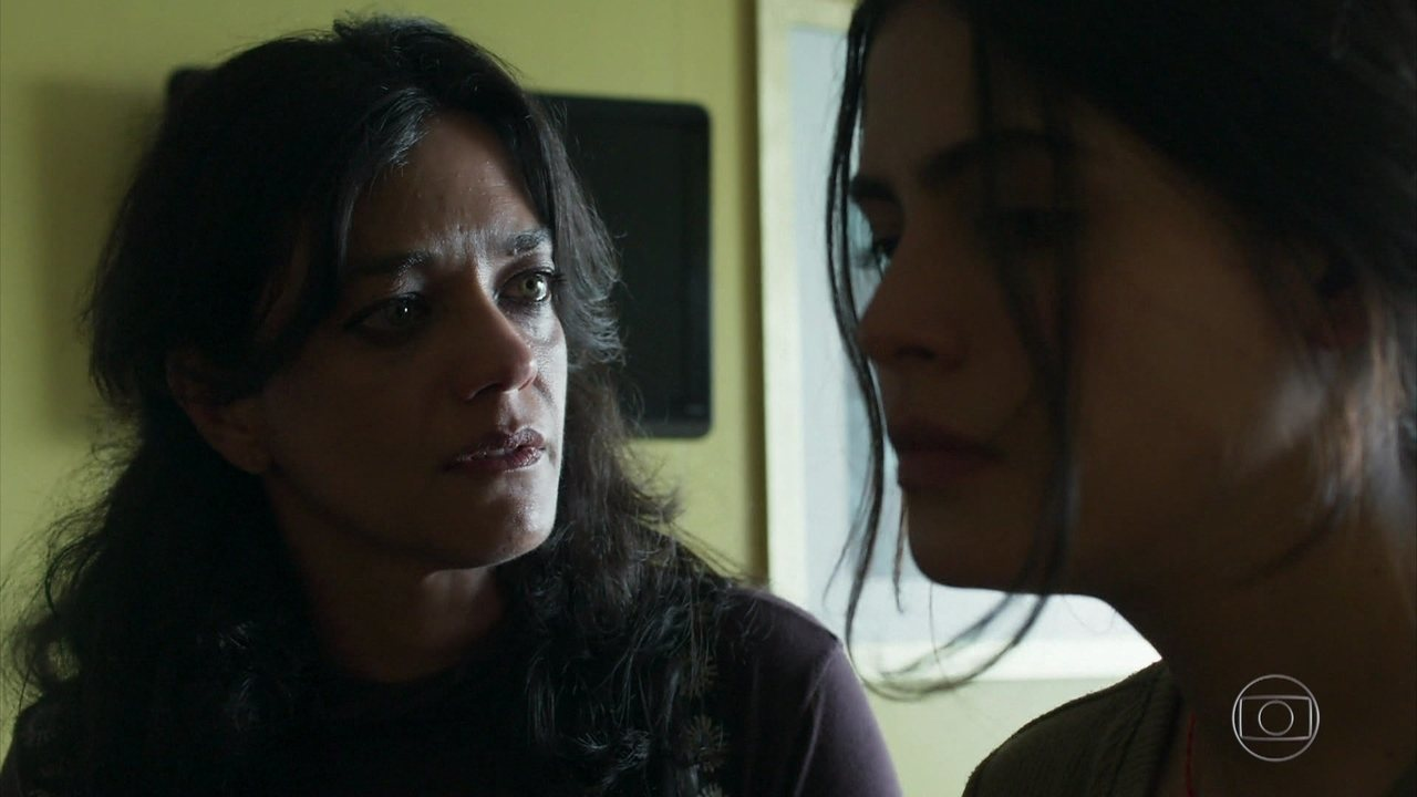 Missade insiste em saber se a filha se entregou a Jamil e é interrompida por Estela