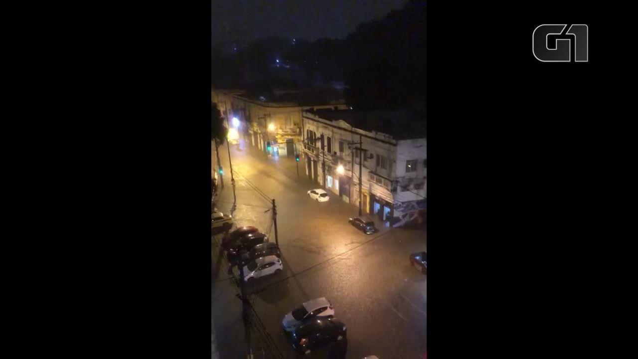 Chuva alaga cruzamento da rua Barão de Mesquita com deputado Soares filho na Tijuca