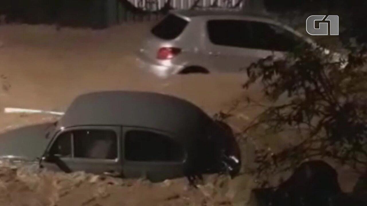 Carros submersos, árvores derrubadas... as imagens impressionantes do temporal no RJ