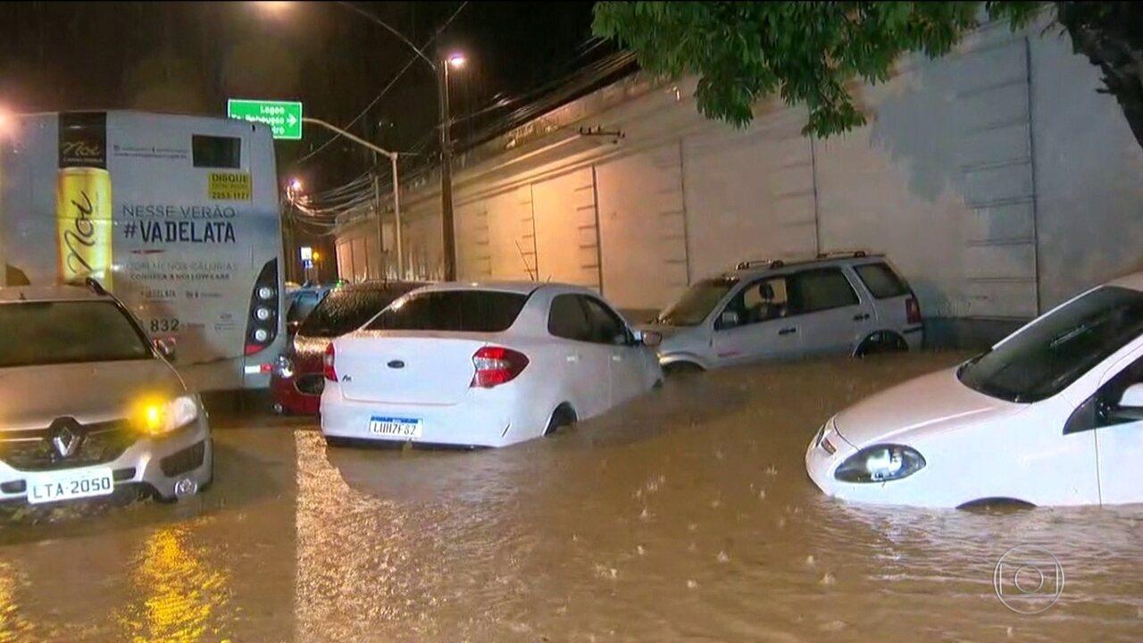 Maior tempestade em 22 anos provoca mortes e desespero no Rio