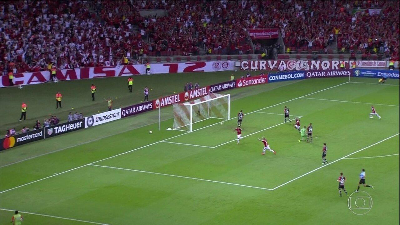 Internacional vence o Palestino e garante vaga nas oitavas de final da Libertadores