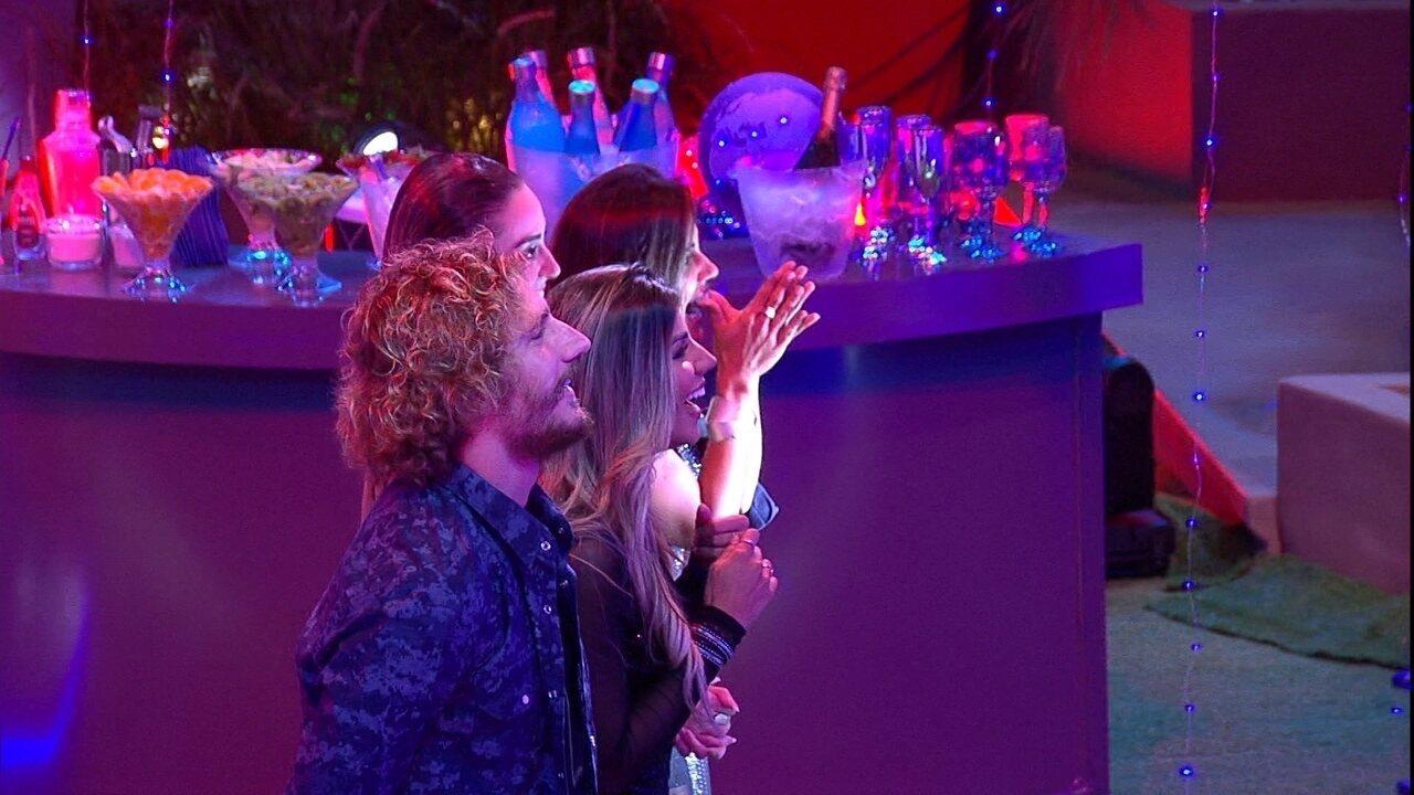 Na Festa Internet, Alan, Hariany, Paula e Carolina vibram ao ver seus momentos no BBB