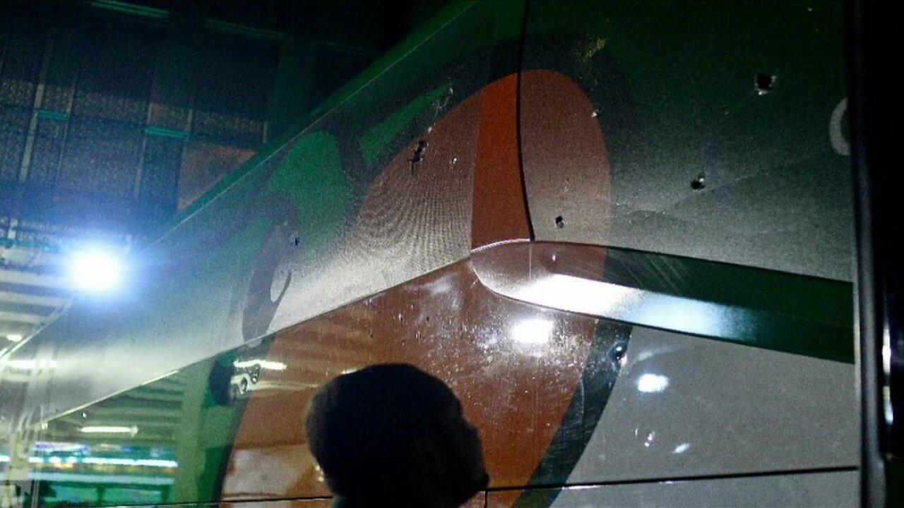Resultado de imagem para vandalismo contra o ônibus com a delegação do Palmeiras