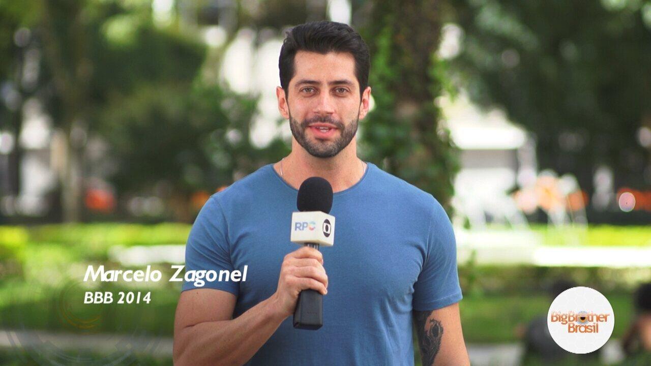O ex-BBB Marcelo Zagonel entrevistou as pessoas na Praça Santos Andrade