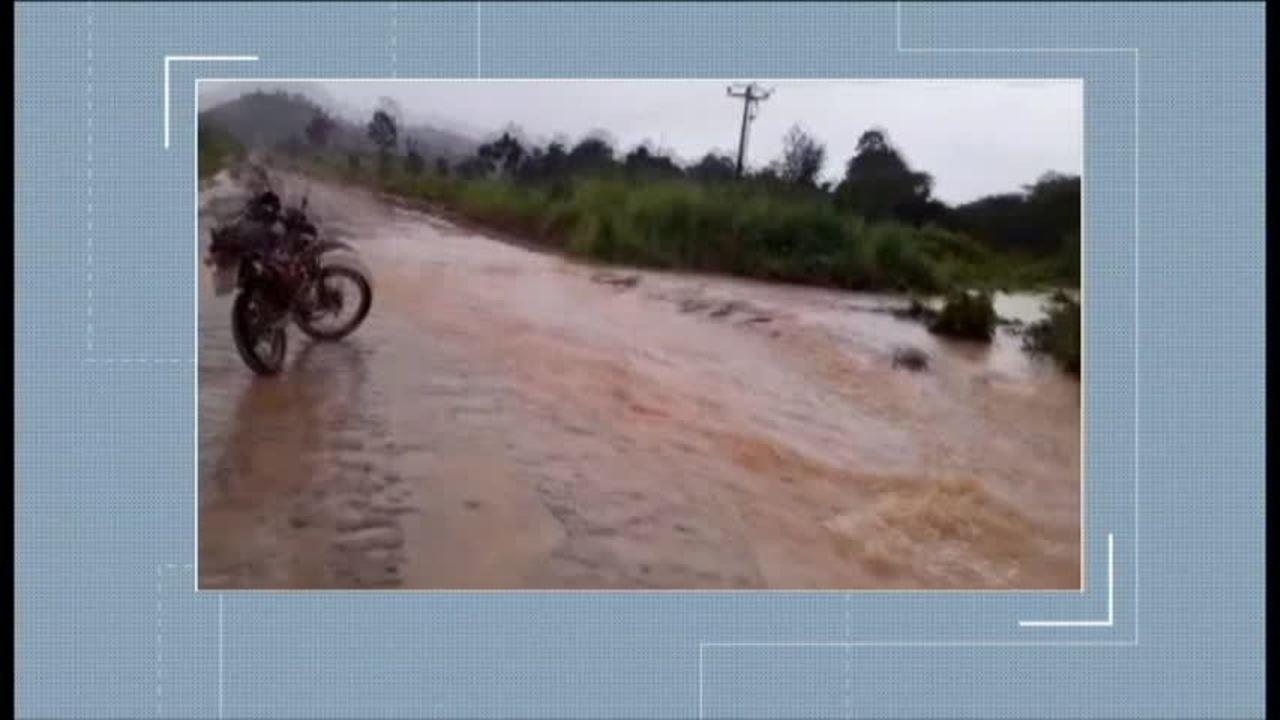 Fortes chuvas causam o transbordamento do rio Uruará, na BR-230