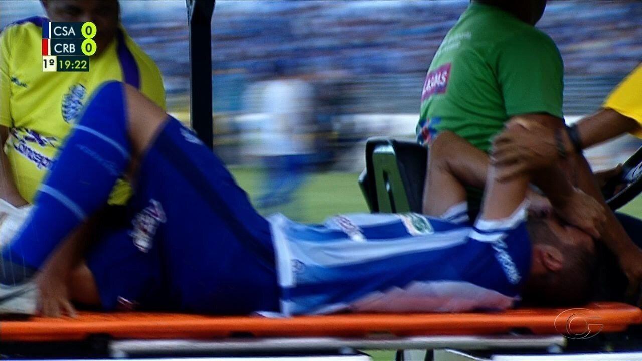 Ronaldo Alves sentiu joelho direito e foi substituído, aos 18 do 1T, no clássico CSA x CRB
