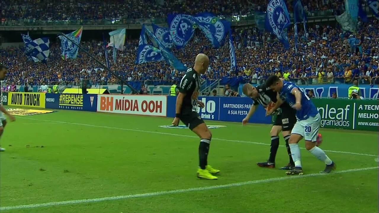 Atlético-MG protesta sobre escanteio que originou segundo gol do Cruzeiro; reveja o lance