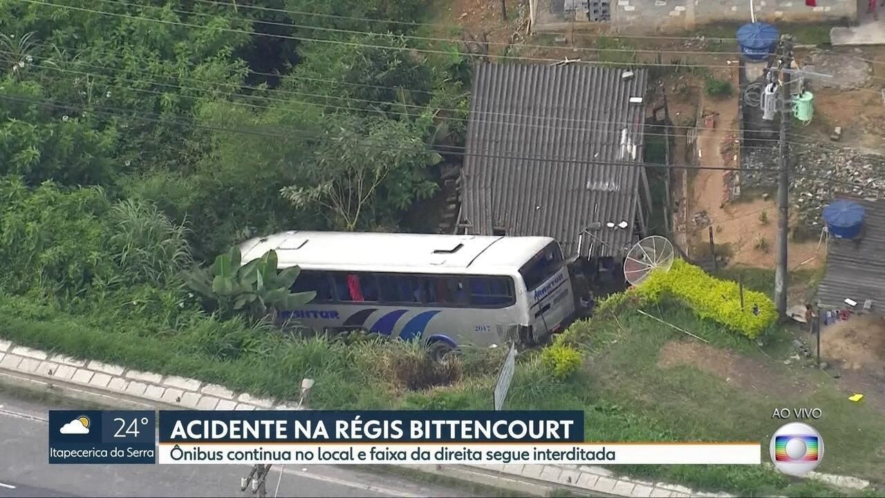 Acidente na Régis Bittencourt deixa 21 pessoas feridas