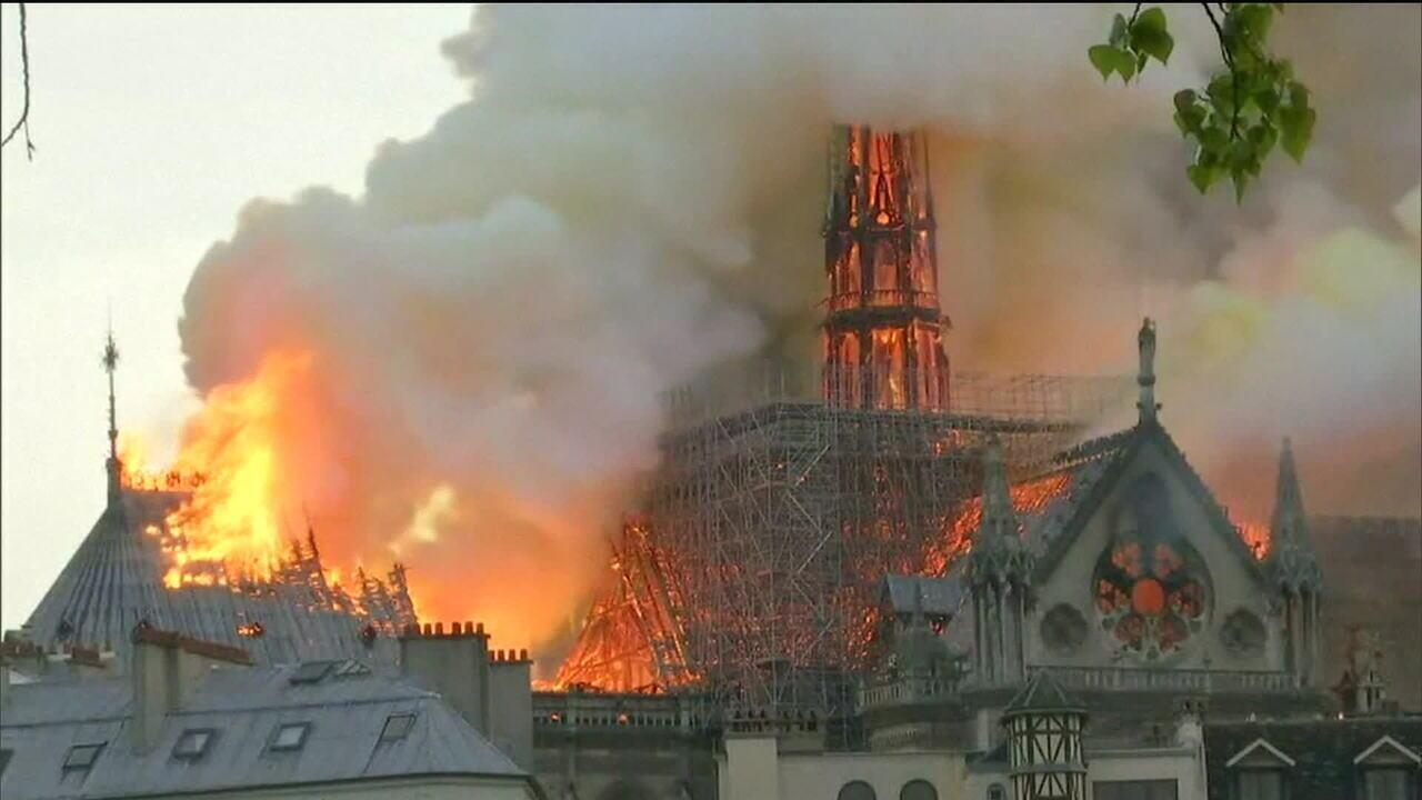 Franceses discutem reconstrução de pináculo da Notre-Dame