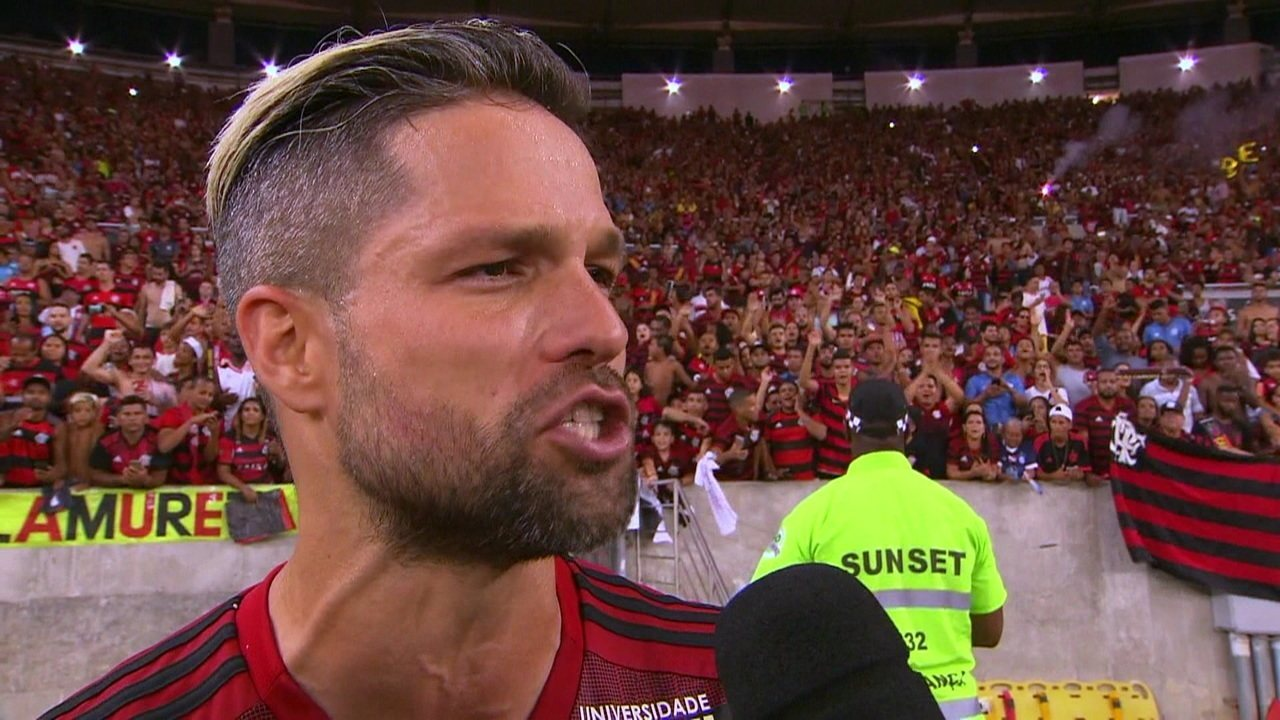 Capitão do time, Diego fala que quem vai levantar a taça será Juan