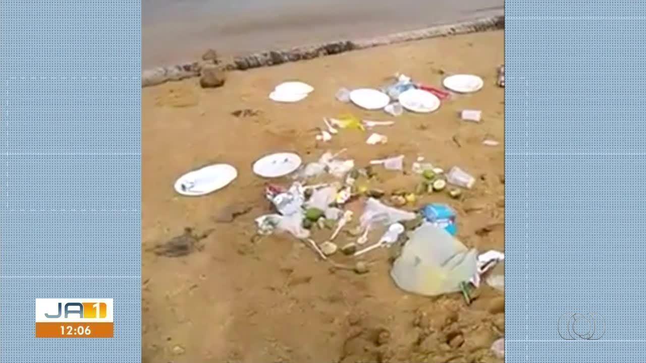 Vídeo mostra lixo descartado incorretamente em praia; multa pode chegar a R$5 mil