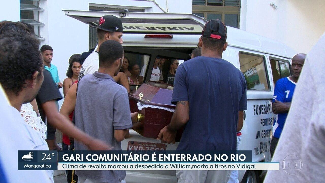 Corpo de gari morto durante tiroteio no Vidigal é enterrado