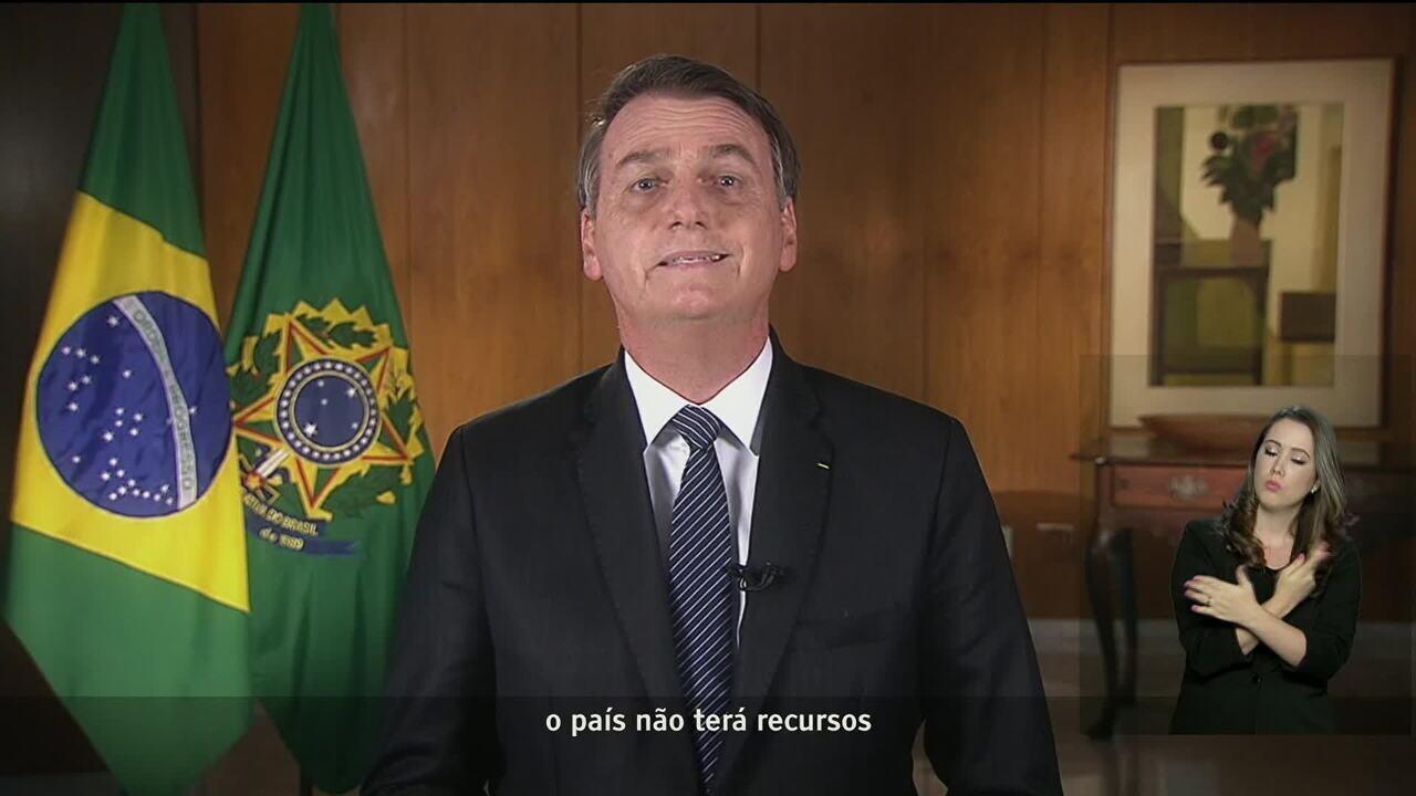 Na TV, Bolsonaro agradece a Maia pela admissibilidade da reforma da Previdência