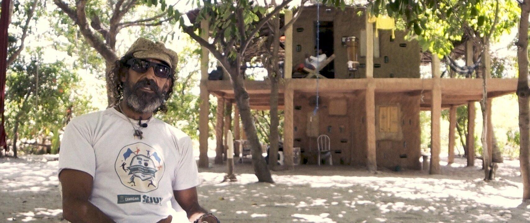 Moradores da Aldeia Hippie de Arembepe falam sobre natureza e novas tecnologias