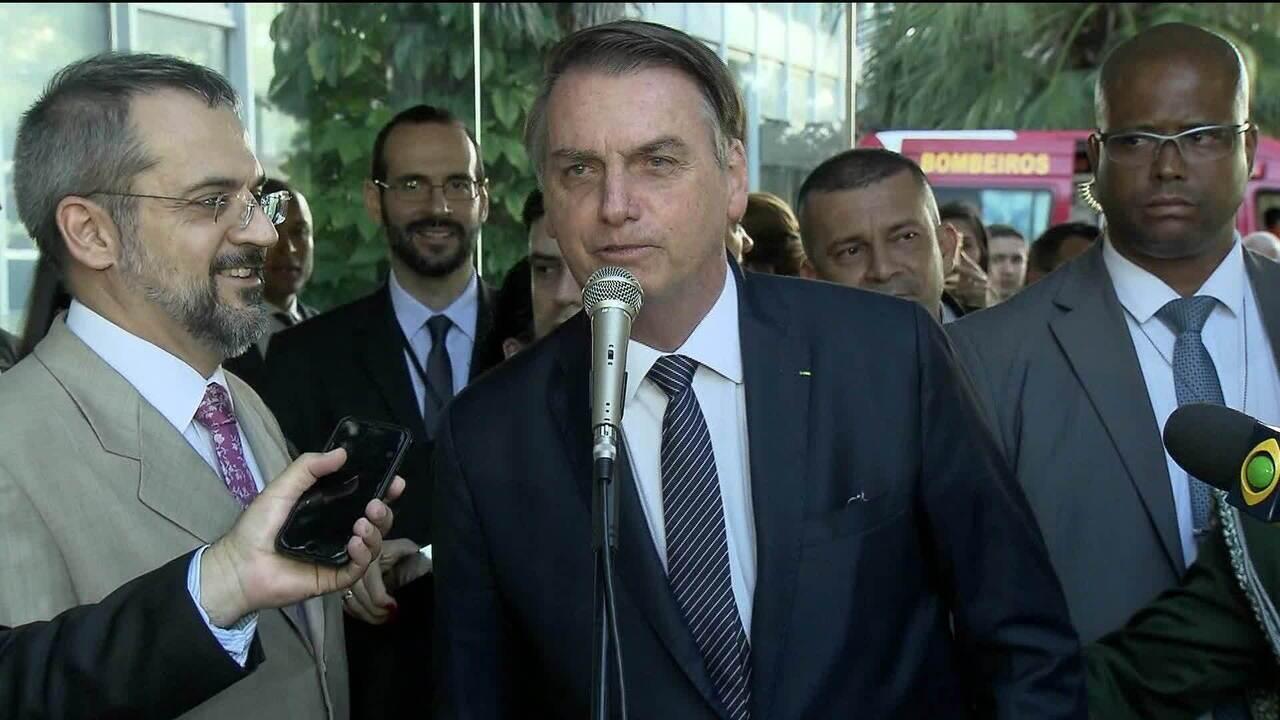 'Vira a página e segue o destino', diz Bolsonaro sobre polêmica entre Carlos Bolsonaro e Hamilton Mourão