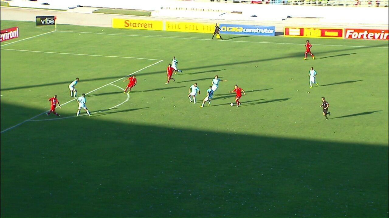 Gol do CRB! Victor Rangel chuta no ângulo e faz um golaço aos 2 minutos de jogo