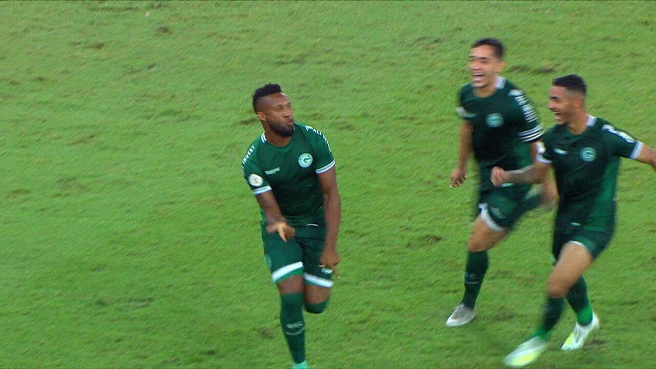 Rafael Vaz marca de falta contra o Fluminense
