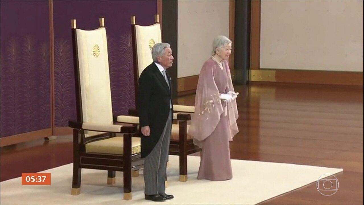 Imperador do Japão, Akihito, vai abdicar do trono nesta terça-feira (30)