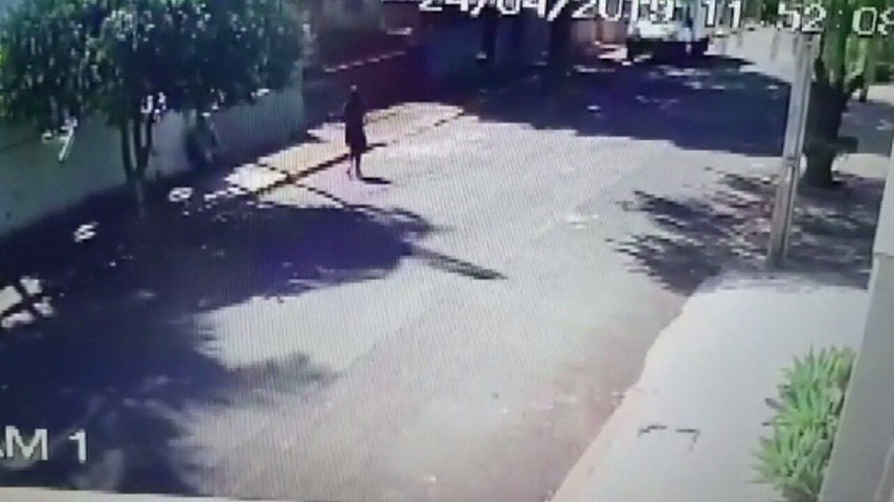 Imagem mostra Eduarda Shigematsu chegando em casa antes de desaparecer em Rolândia